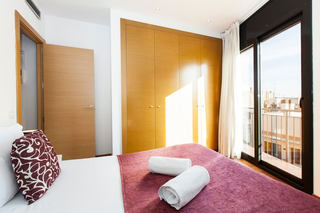bedroom, double bed, window, city views