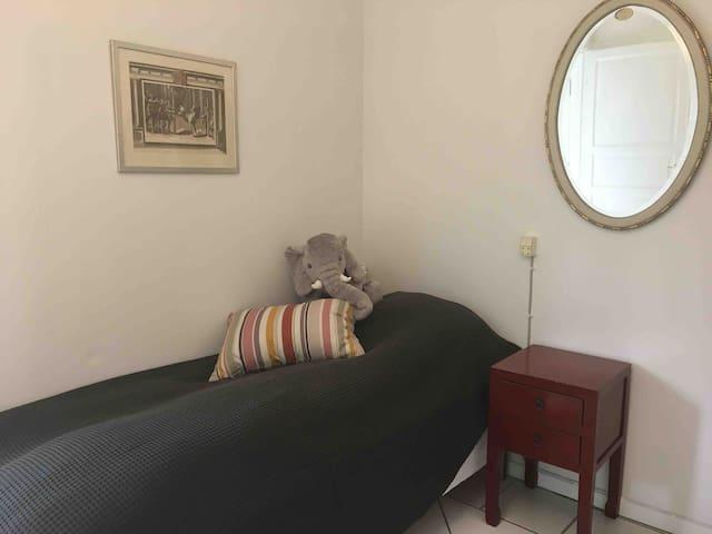 Soveværelse 2 - to enkeltsenge.