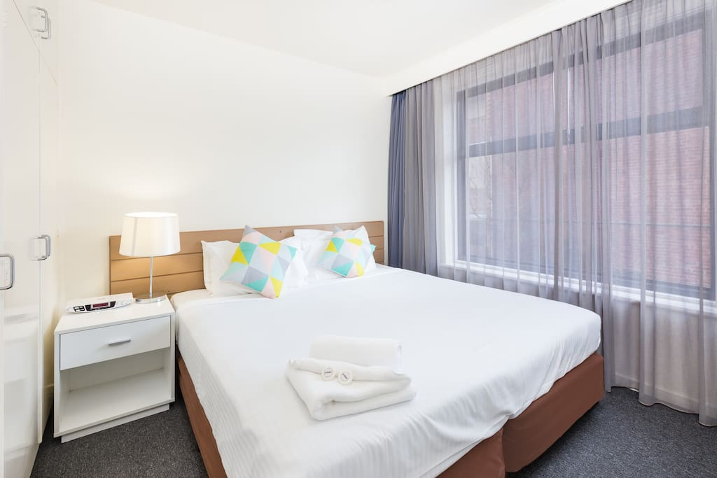 City Edge Renovated One Bedroom Apartment 4 Serviced Flats For Rent In East Melbourne