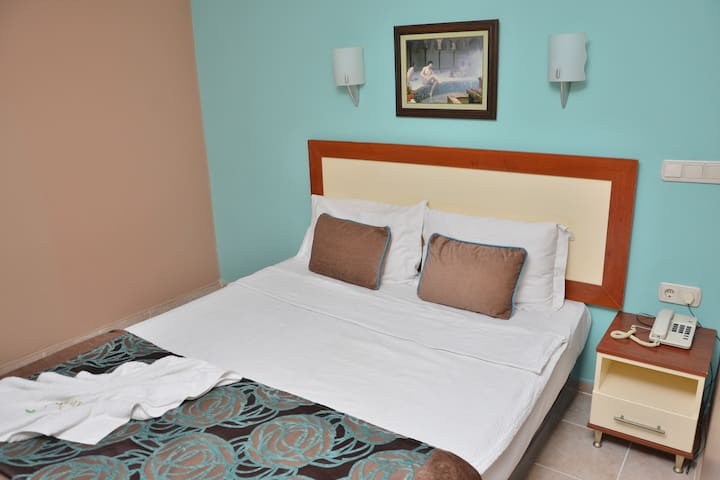 DENİZE 60 METRE ONLY ROOM - Kemer - Bed & Breakfast