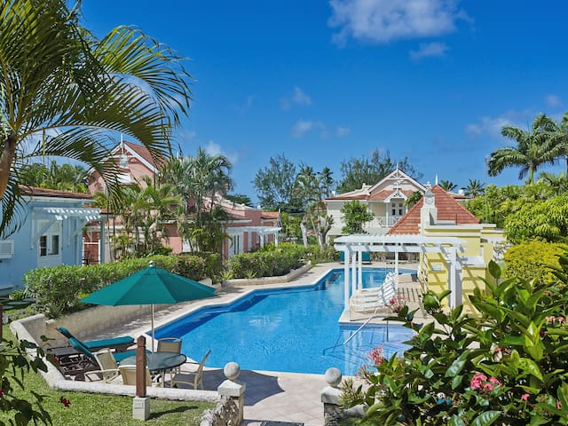 Beautiful 1 Bedroom Villa with pool-close to beach