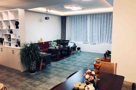 【忆驿民宿】凤凰山朝阳派出所斜对面3室2厅120 m²公寓
