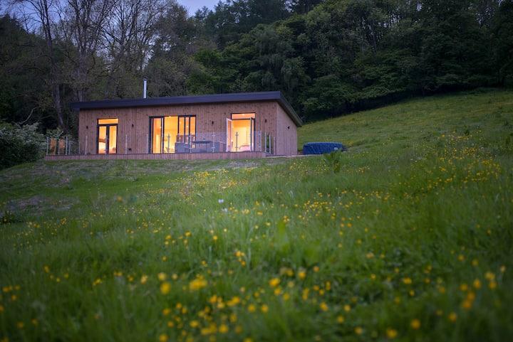 Barn Owl Lodge, Luxury Glamping Cabin in Powys