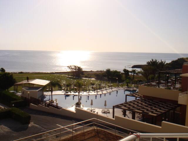 Beach front suite - Protaras - アパート
