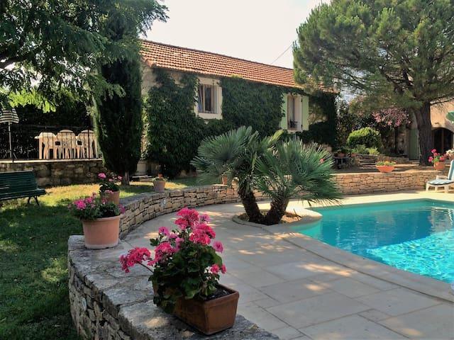 Maisonnette avec piscine dans un cadre verdoyant - Saint-Marcel-d'Ardèche - Rumah