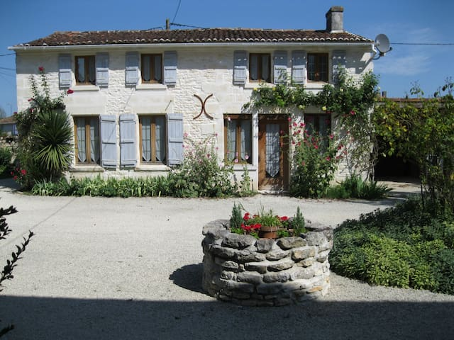Charming gite/cottage with pool - Port-d'Envaux - Σπίτι