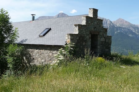 Stone barn in Pyrenees mountains - San Juan de Plan - 小屋