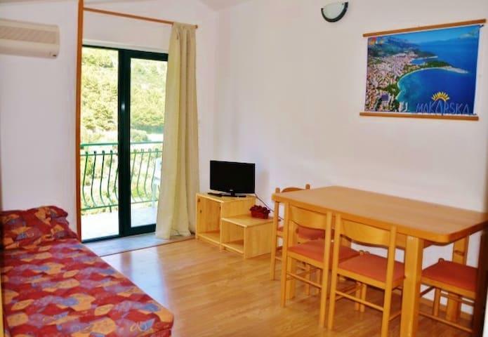 Apartment Johnny Drvenik Ap: 5 (4+1 persons)