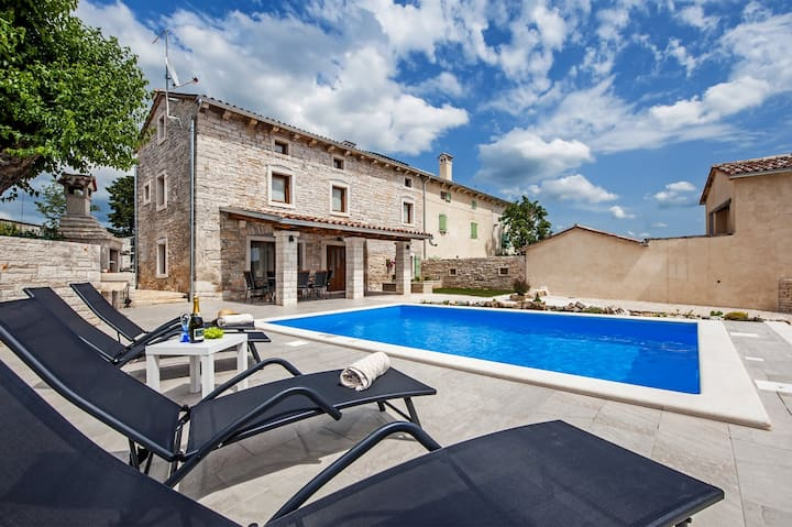Holiday Home Cortile with Pool