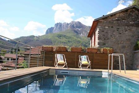 Beautiful house, pool, sleeps 10/14 - Gorfigliano - Dům