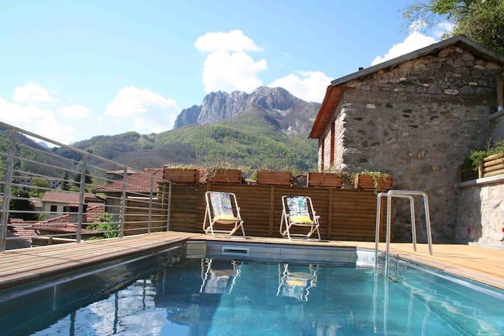 Beautiful house, pool, sleeps 10/14