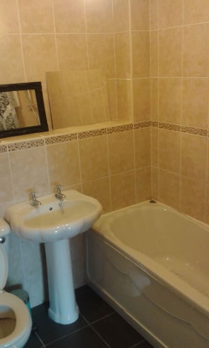 Modern bathroom with white suite - shampoo conditioner & shower gel provided.