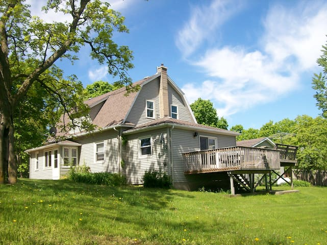 Century Old Charming Farmhouse Atop Rolling Hills - Muscoda