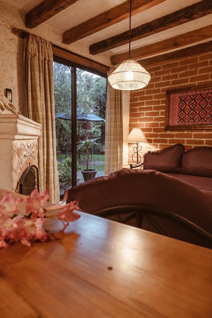 Hermosa habitación con chimenea