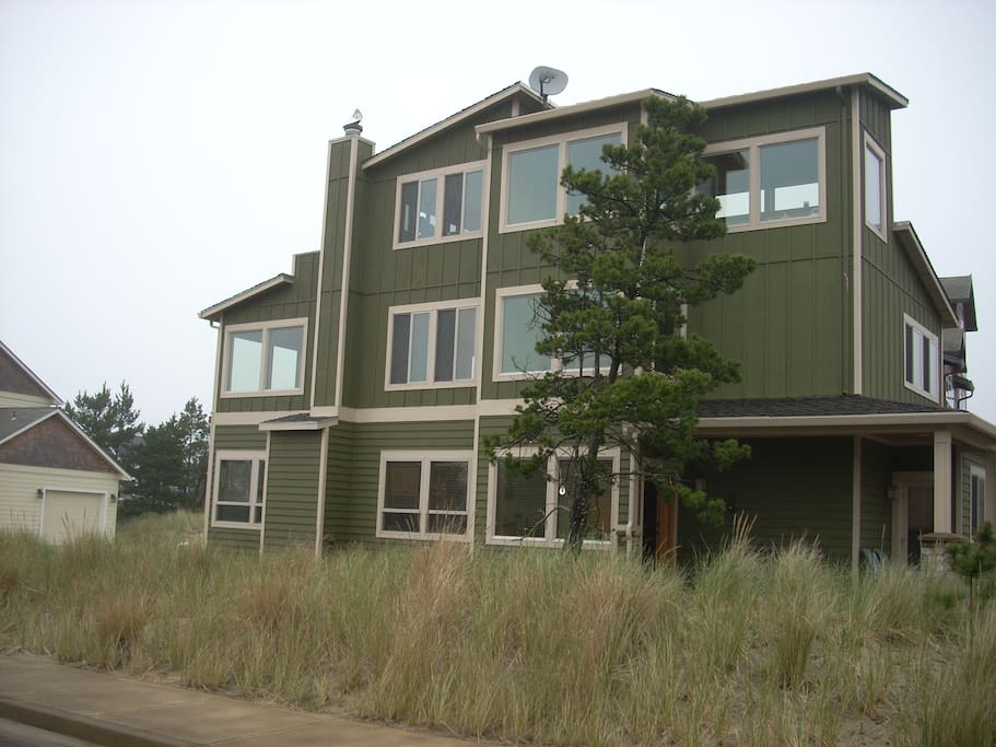 Ocean View Custom Home in Beautiful Pacific City. Sleeps 8 comfortably. High end finishes with 3 tiled shower bathrooms.