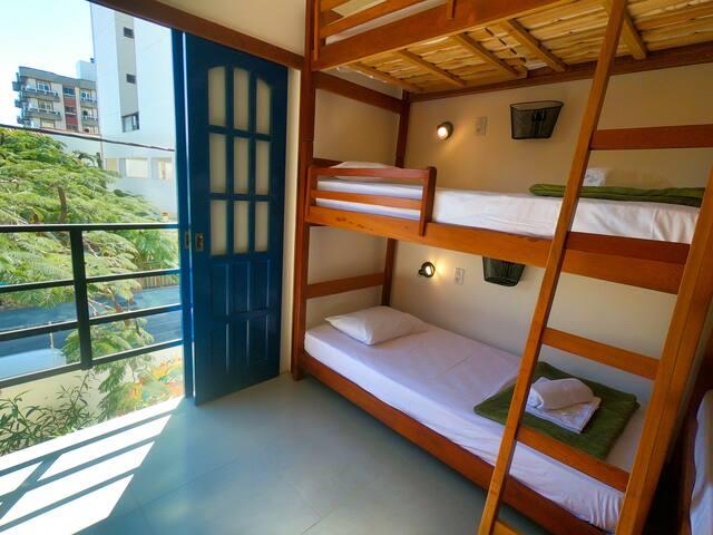 Dormitório Feminino a Minutos da Praia do Forte!