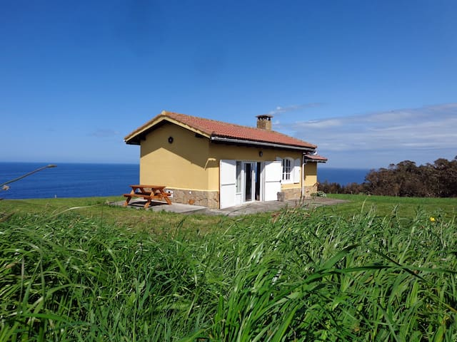 Cottage on a Cliff in Oles, Gijon - Asturias - Huis