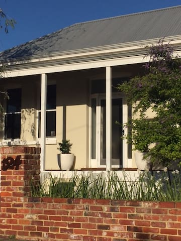 Gorgeous inner city cottage - Mount Hawthorn - Rumah