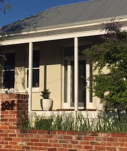 Gorgeous inner city cottage - Mount Hawthorn - House
