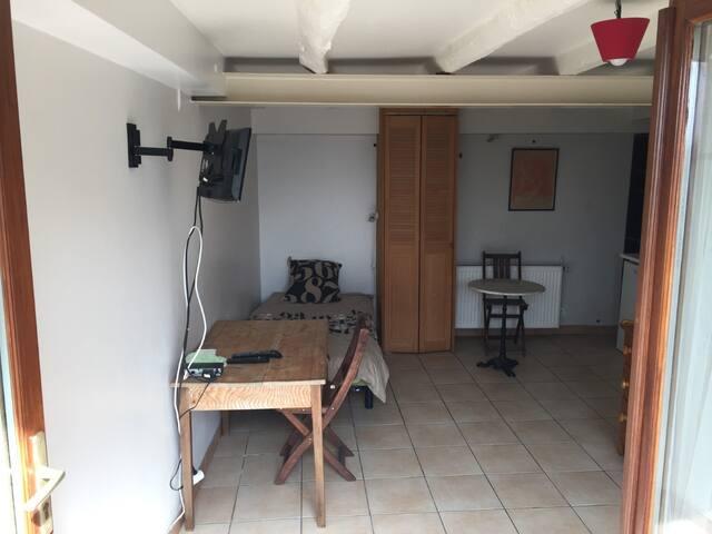 Studio tout confort à Limonest centre