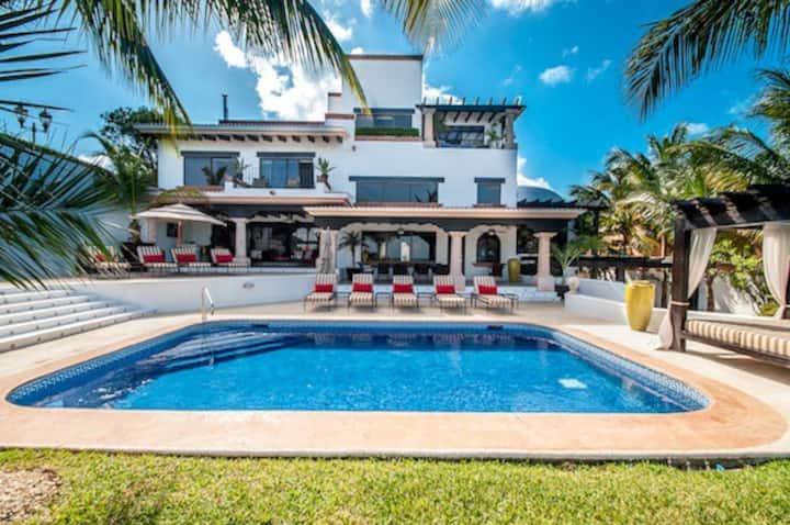 Villa Albatros Cancun Hotelzone Oceanfront