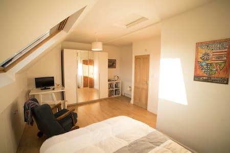 Bright double en-suite bedroom in Victorian house