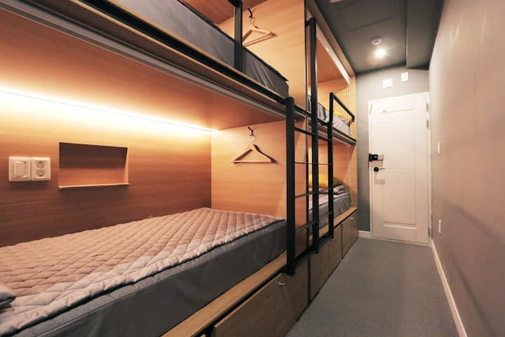 Four person private room - 4 Bed room(2Bunk bed)