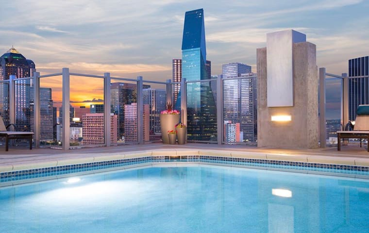 Luxury Condo in Uptown/Victory Park  Gym+Pool