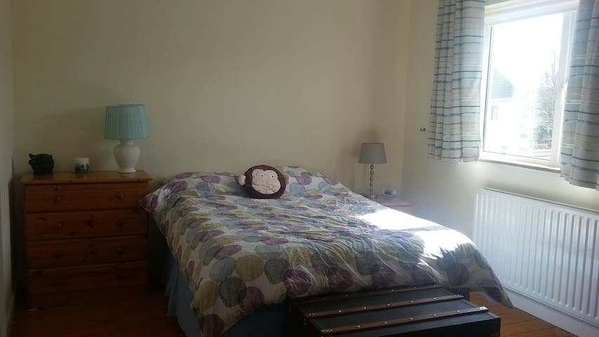 Bright spacious double room in Raheny - Raheny - Huis