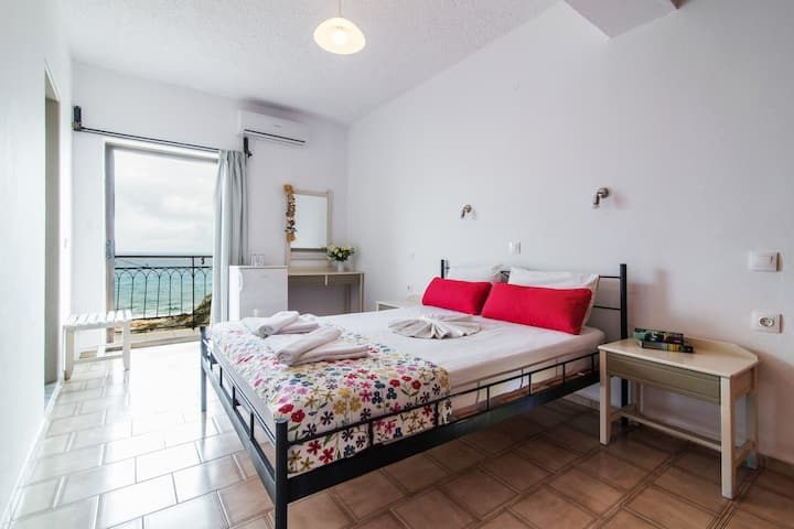 Sunset Rooms Falassarna: double room with sea view
