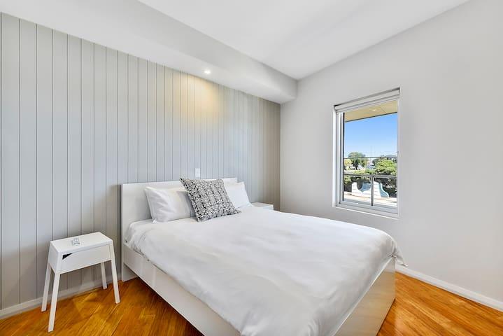 queensize bed in 3rd bedroom