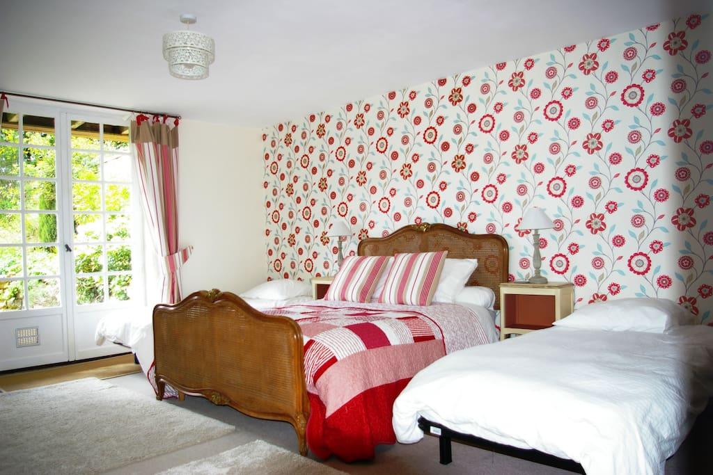 family room with three beds chambres d 39 h tes louer saint georges de reintembault bretagne. Black Bedroom Furniture Sets. Home Design Ideas
