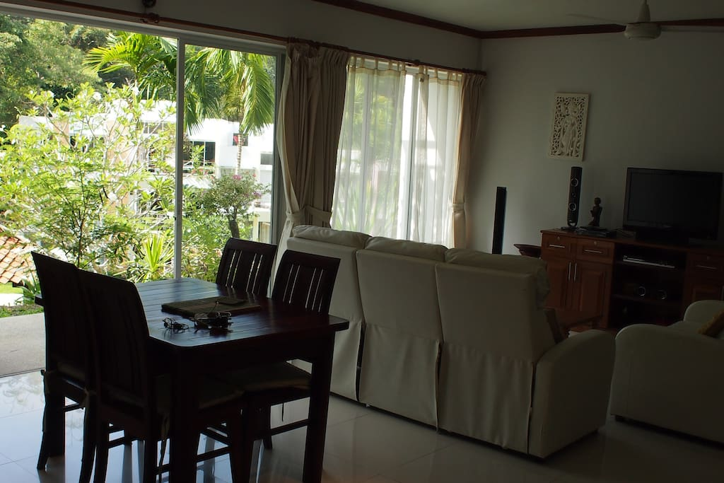 Living Room Pic1