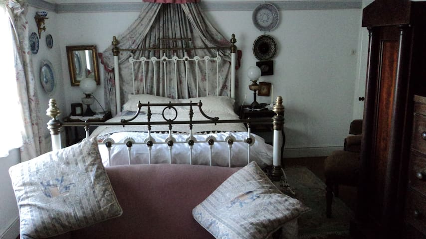 Bed and Breakfast old school house. - Castledermot