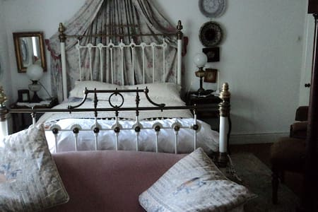 Bed and Breakfast old school house. - Castledermot - Bed & Breakfast