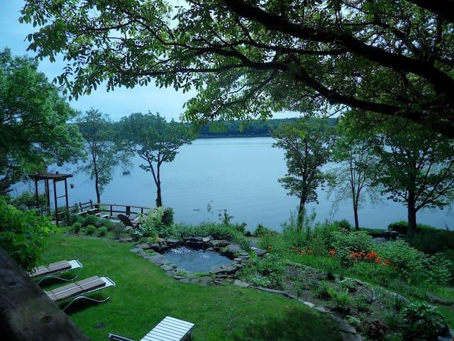 Romantic Hudson River Getaway!