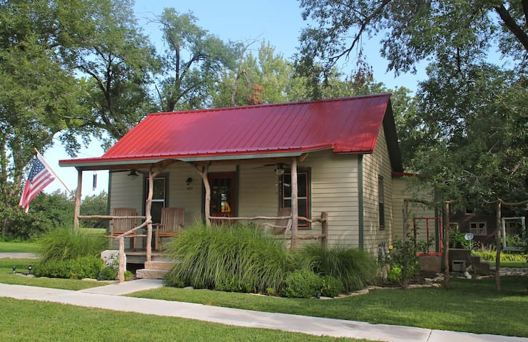 1890's Refurbished Guest House - Cottonwood Falls - Huis