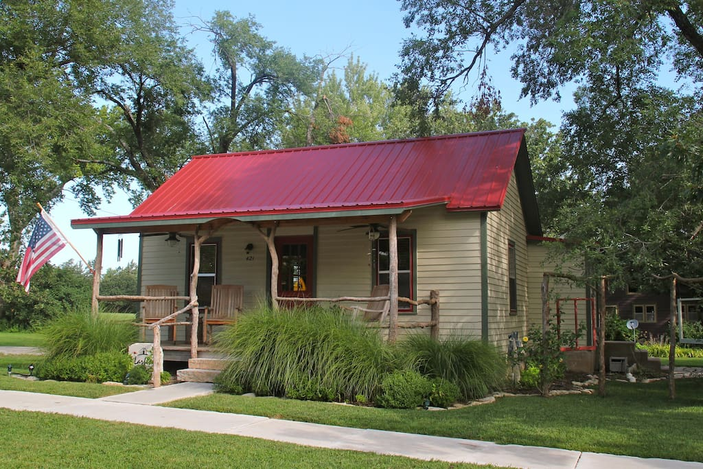 1890 39 s refurbished guest house houses for rent in for Cottonwood house