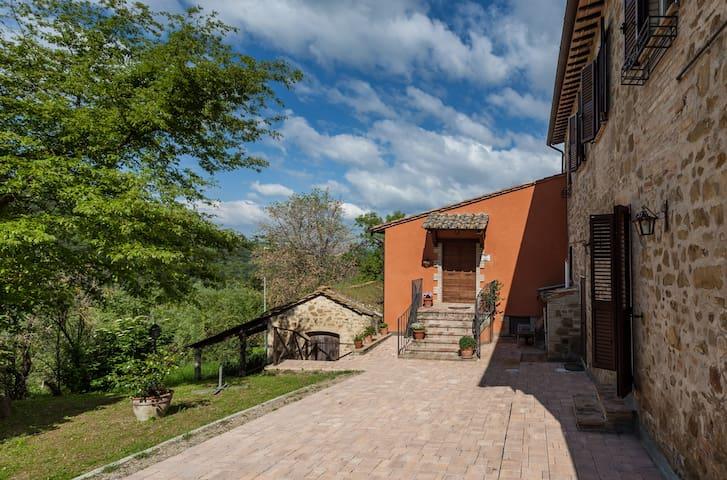 Calidonia, between Assisi - Perugia - Bettona - Appartement