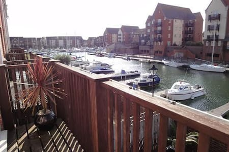 Harbourside EnSuite Room near beach - Eastbourne