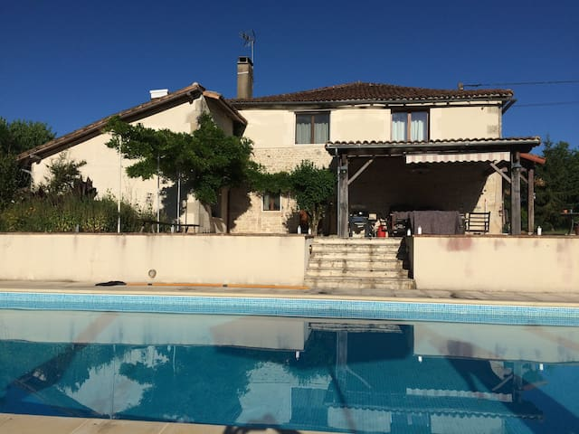 Serenity - 5 bedroom house + seasonal outdoor pool - Genouillé - 一軒家