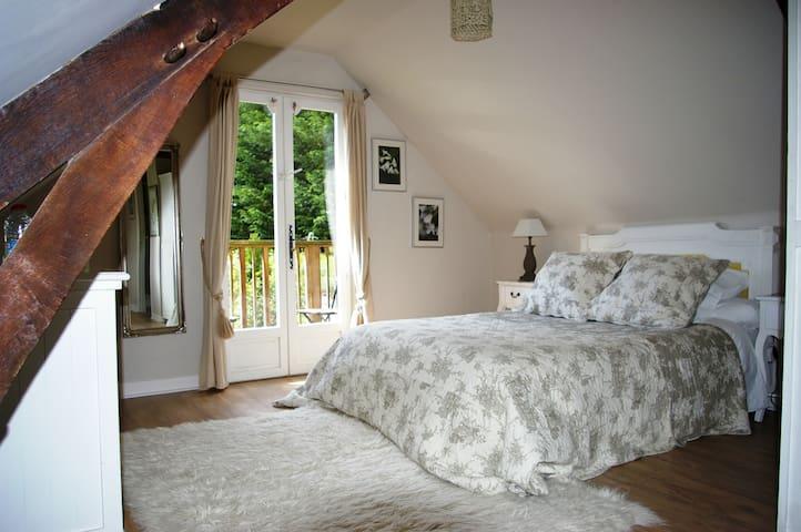 Spacious double room  - Saint-Georges-de-Reintembault - ที่พักพร้อมอาหารเช้า