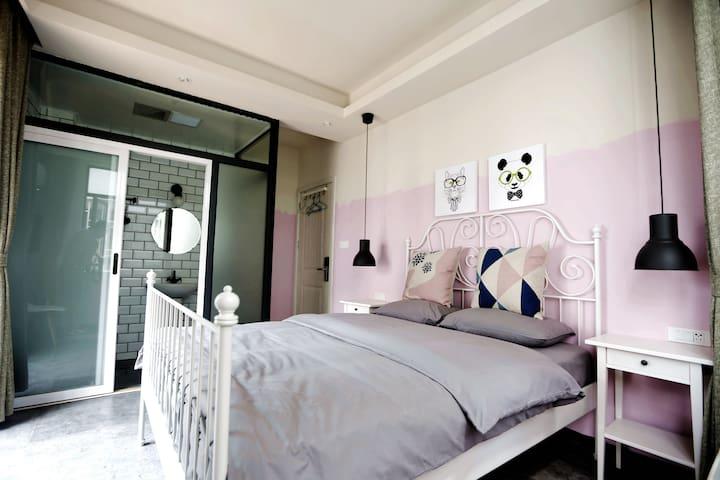 晴朗居客栈的阳台大床房 - Guilin - Casa
