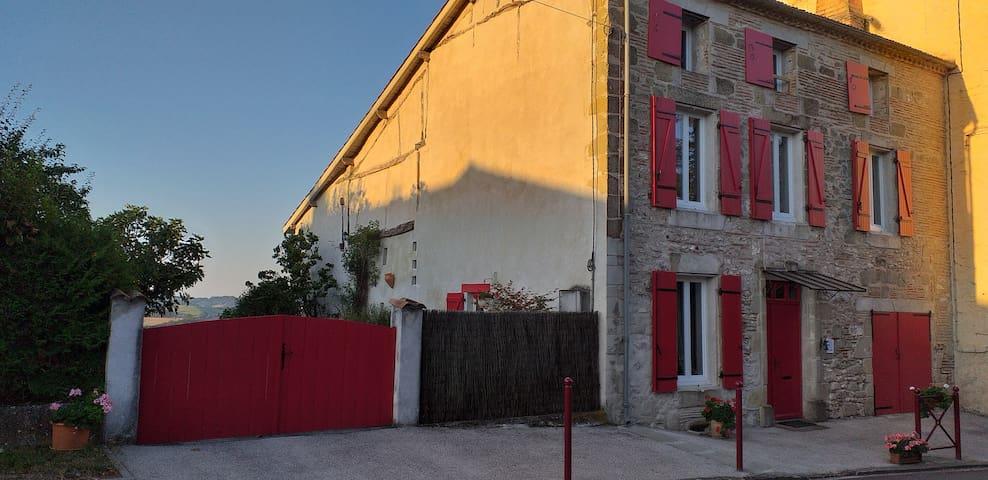 """Maison  LINDA à GRATELOUP   chambre """" romantique """""""