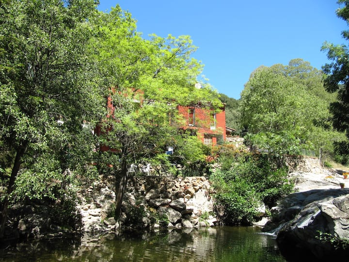 2 bed, sleeps 4, stream & natural swimming pool