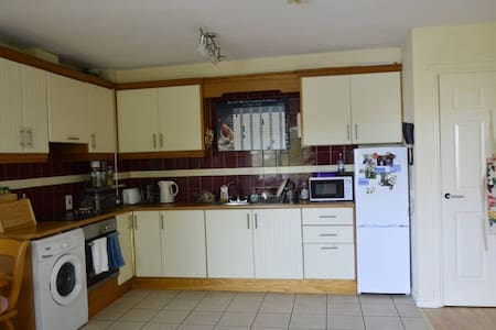 Lovely 2 bed apartm/Parking/Wifi/ - Pis