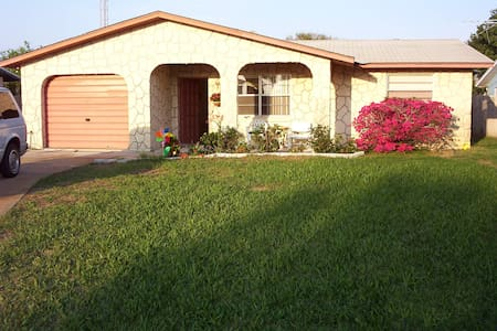 3 Bd. House-2 blocks from the Ocean - Wilbur-By-The-Sea - Casa