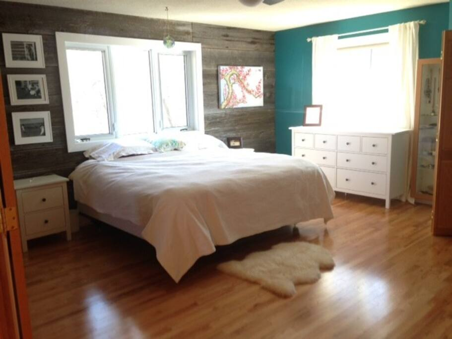 Master Bedroom- King bed includes pillows, cases and fitted sheets only!