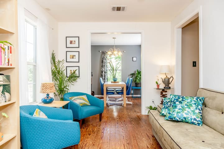 Charming East Austin Gem! ~ 3 bedrooms, 5 beds