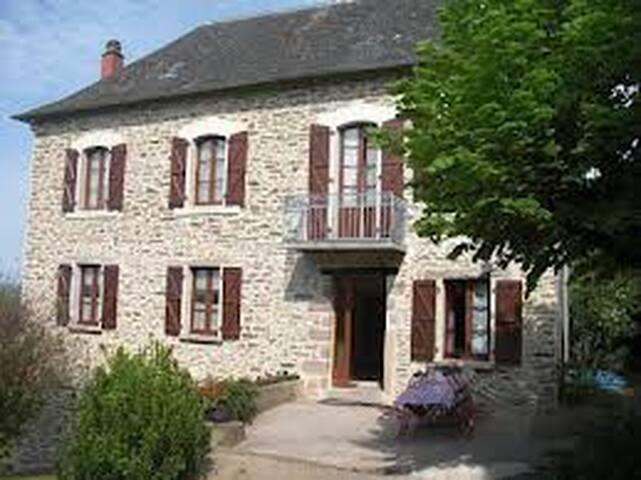 GITE LA CHARTOULLE ALLASSAC 10 PERS - Allassac - House